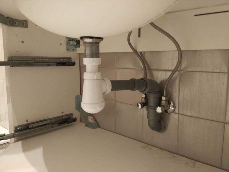 Как собрать сифон для раковины и подключить к канализации — пошаговое видео и фото