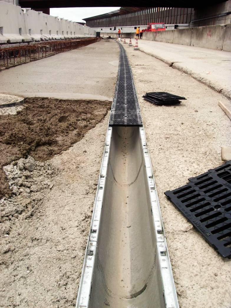 Бетонные лотки для ливневой канализации: виды изделий, рекомендации по изготовлению и установке