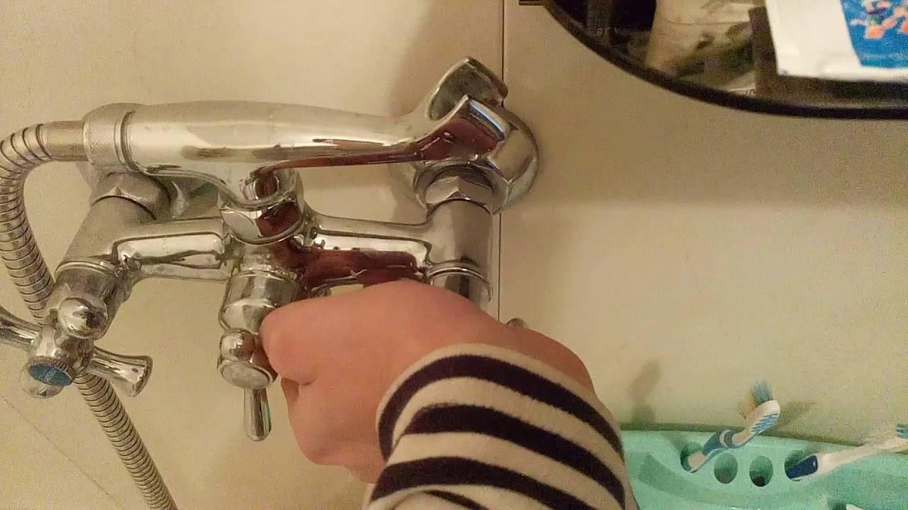 Почему гудит кран при включении воды: причины и способы устранения
