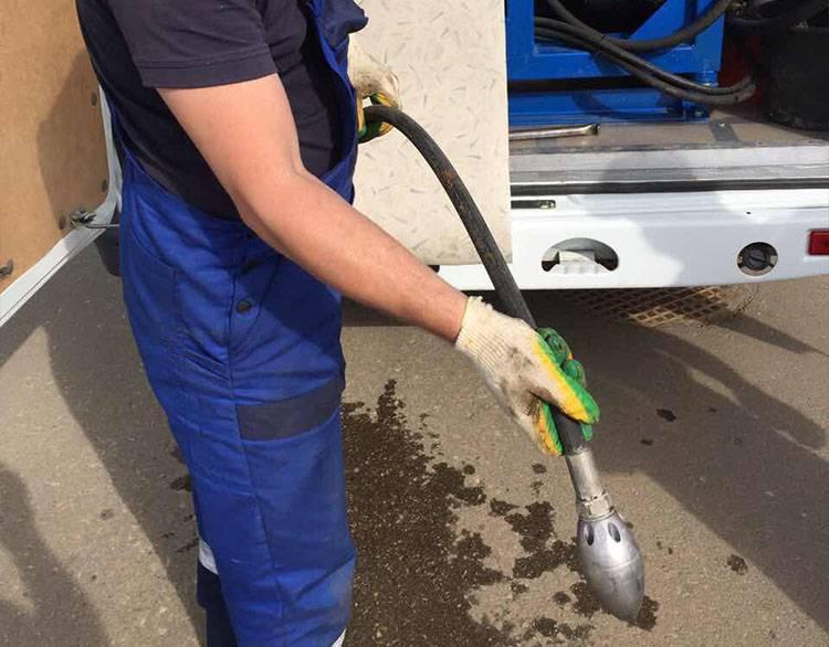 Как прочистить канализационные трубы в частном доме самостоятельно