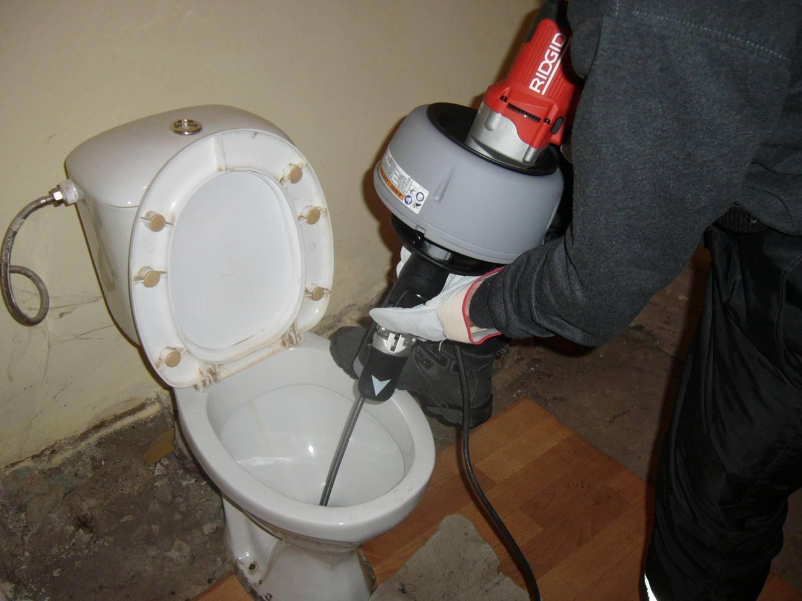 Как прочистить унитаз от засора в домашних условиях?