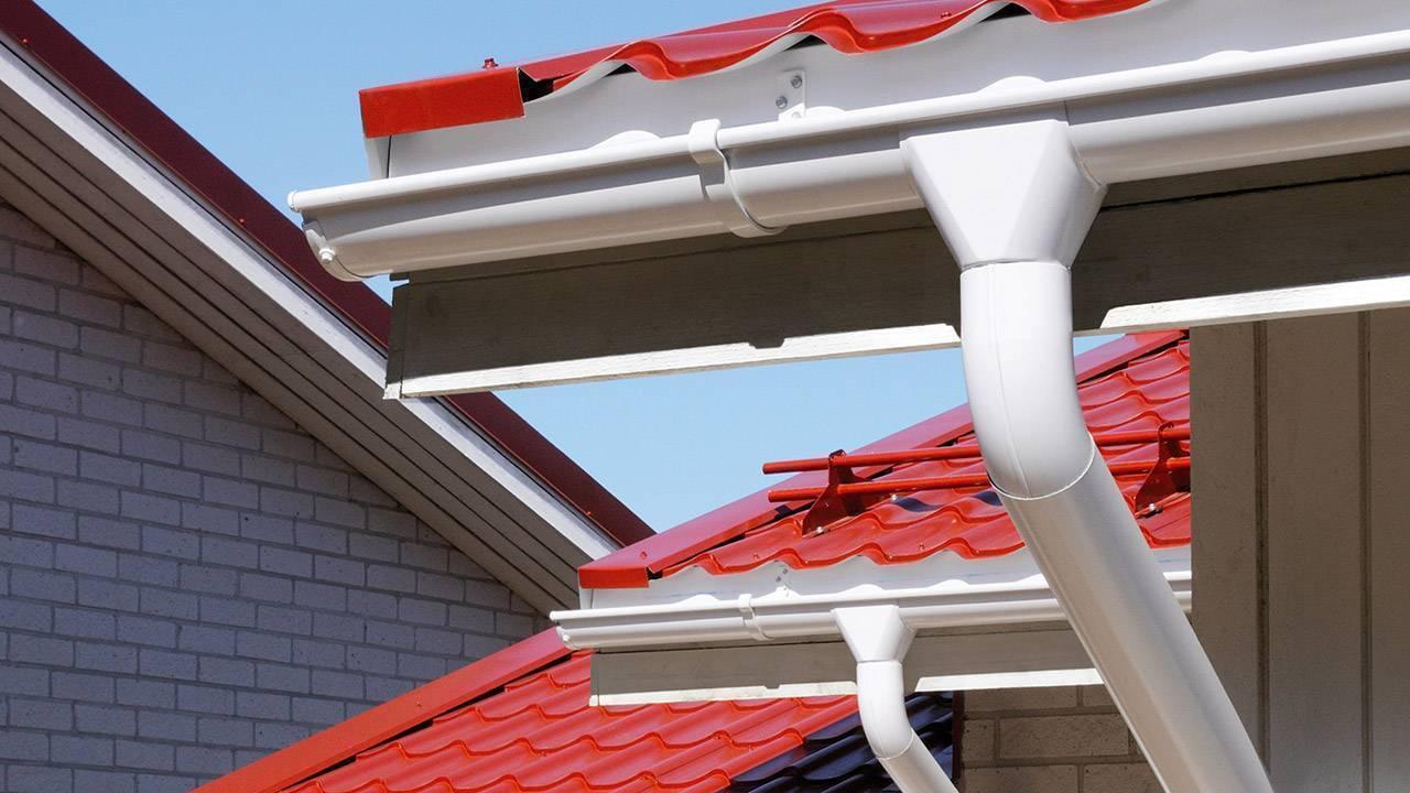 Водостоки для крыши – как рассчитать, правила и особенности установки и чистки конструкции