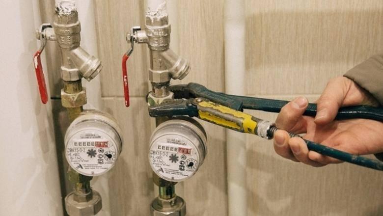 Что делать икак действовать, если счетчик горячей или холодной воды некрутится или крутится вобратную сторону