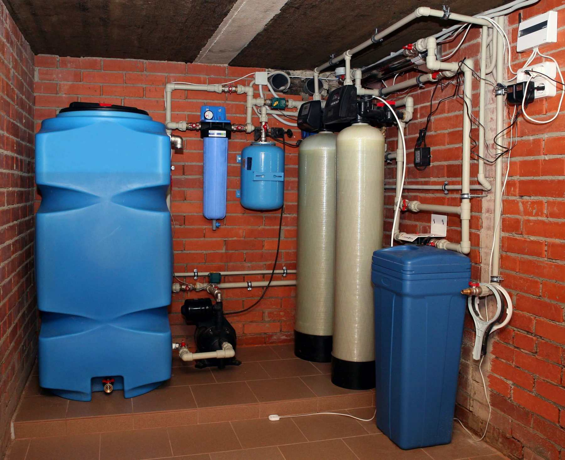 Очистка воды из скважины от железа: методы очистки, фильтры
