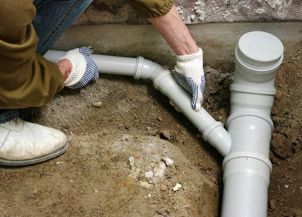 Прокладка канализационных труб в частном доме своими руками: правила, технология