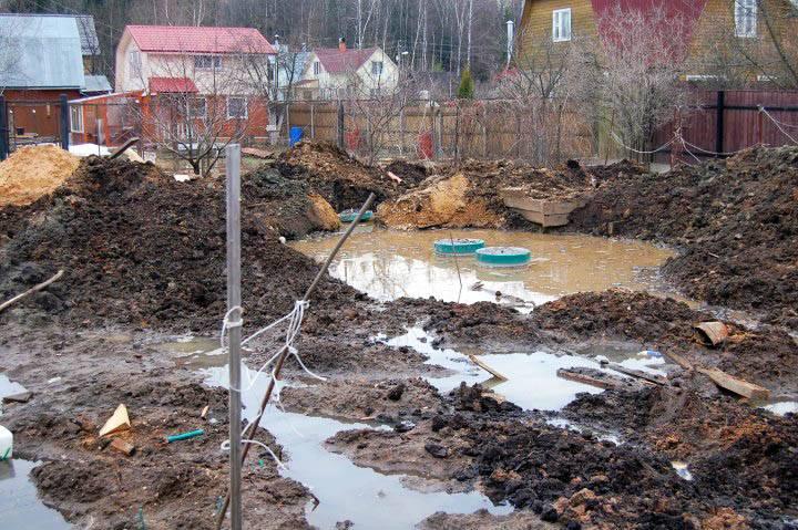 """Отвод сточных вод из """"топаса"""" на участке с глинистым грунтом"""