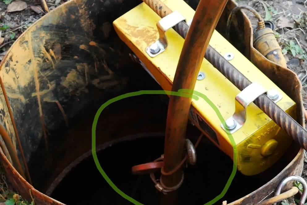 Как самостоятельно достать насос, застрявший в скважине?