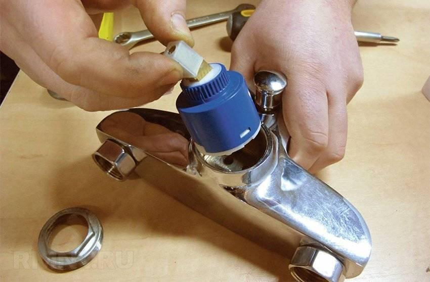 Как разобрать смеситель (кран) в ванной и на кухне