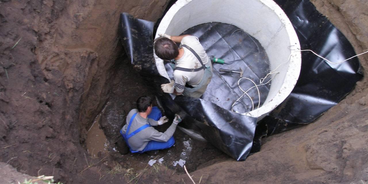 Гидроизоляция колодца из бетонных колец: внутренняя и наружная – этапы работ, фото и видео