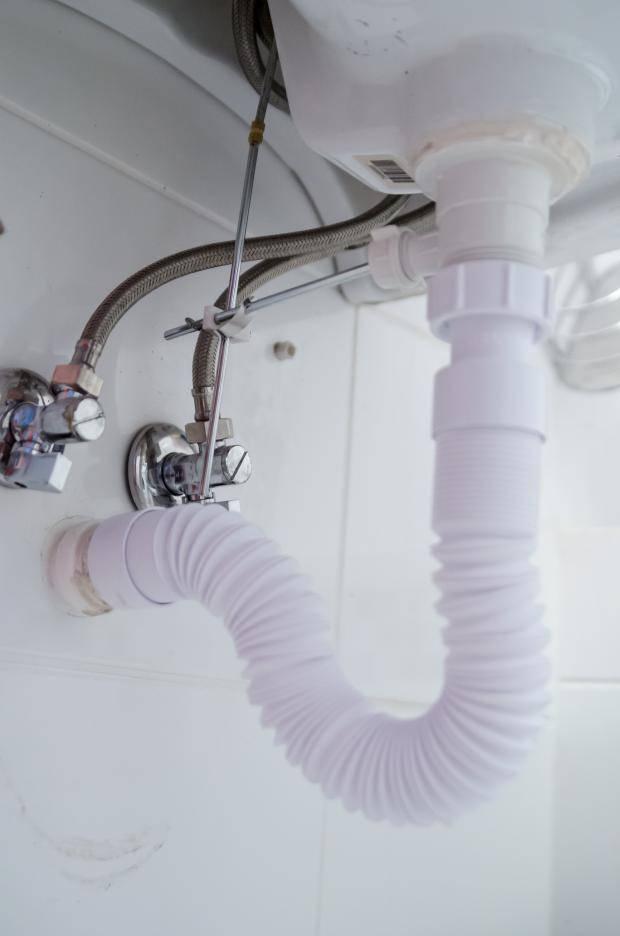 Методы устранения запаха канализации в ванной в домашних условиях