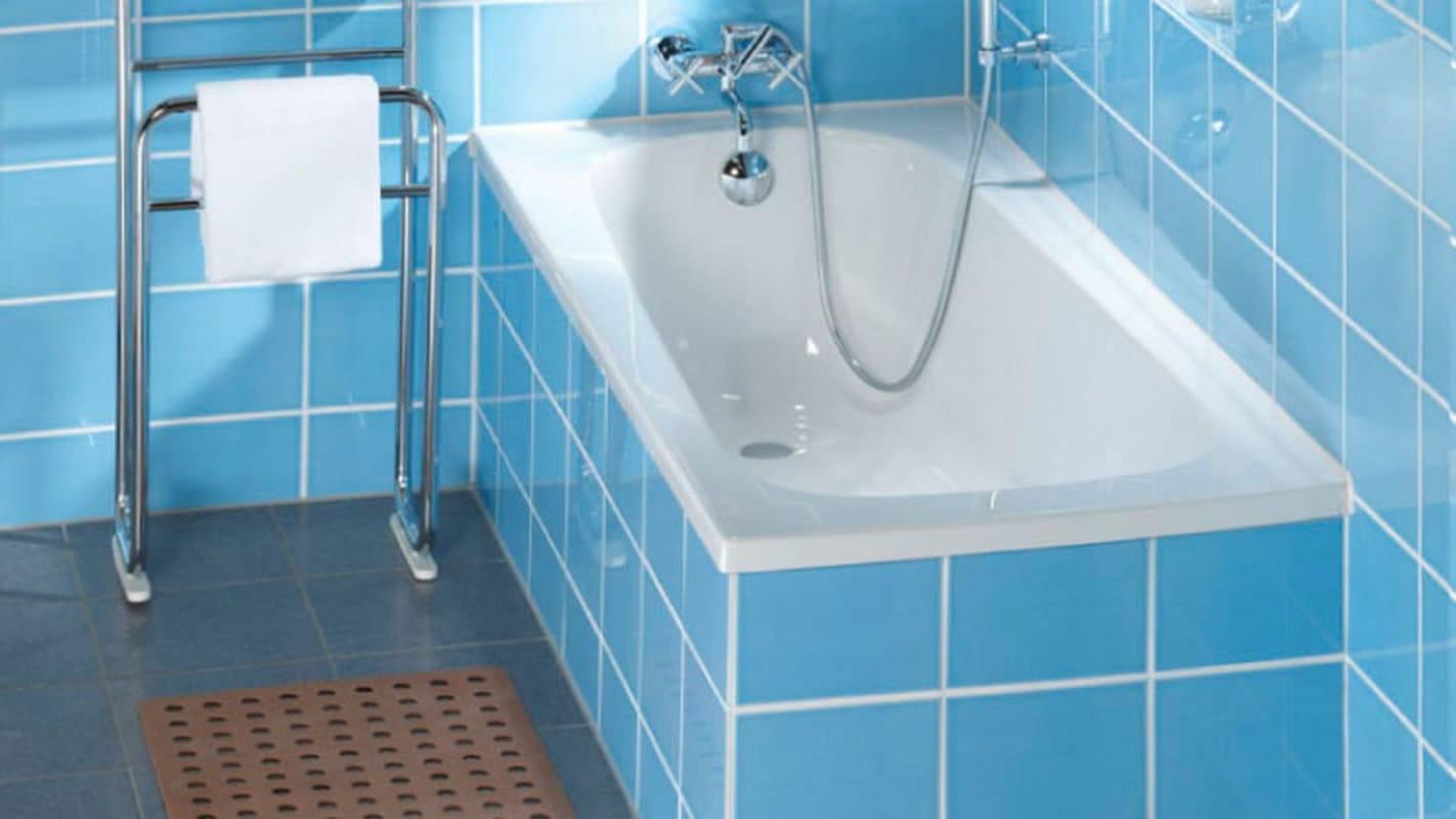 Какая акриловая ванна лучше: на ножках или на каркасе?