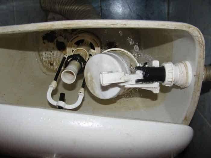 Не набирается вода в бачок унитаза, что делать: почему плохо и медленно она поступает в сливной бак с кнопкой, нижней подводкой